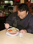 ラーメン、美味しそうですね。店長も大好きです。九州は豚骨ラーメンですが、京都はどうですか?